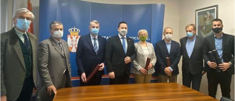 """Министар  Ружић  наградио """"ОБРАЗОВНИ КРУГ"""""""